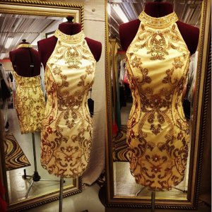 Luxurious Halter Open Back Gold Sheath Short Homecoming Dress with Beaded