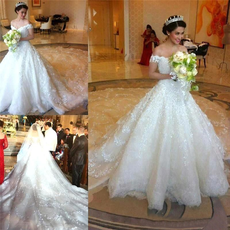 Luxurious Off-the-Shoulder Wedding Dress/Bridal Gown with Lace