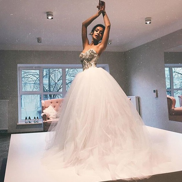 Elegant Sweetheart Beaded Ball Gown Wedding Dresses /Bridal Gown