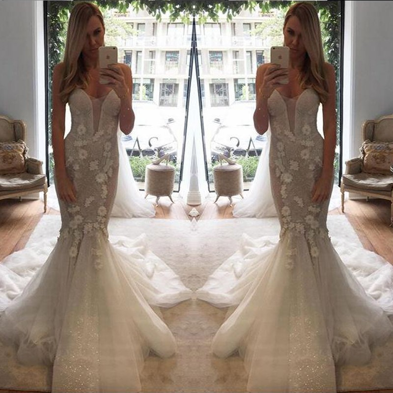 Elegant Sweetheart Court Train Mermaid Wedding Dress with Lace Flowers