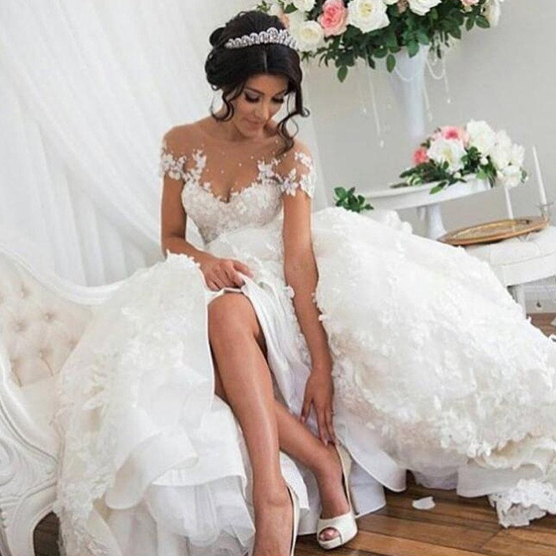 Elegant A-Line Scoop Short Sleeves Court Train Wedding Dress with Appliques