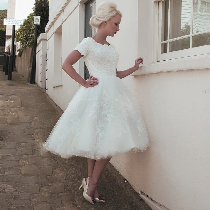 Vintage 1950S Scalloped-Edge Short Tulle Wedding Dress with Lace