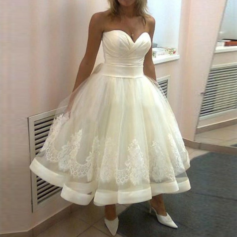 Ball Gown Sweetheart Short Tulle Wedding Dress with Lace